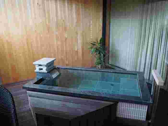 かの北大路魯山人や与謝野晶子も愛した、たちばな四季亭。開湯1300年の加賀温泉郷の中でも最も古い一号源泉を、源泉かけ流しで楽しめます。