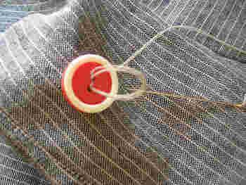 自分でできる簡単なお直し、と聞いて真っ先に思いつくのは「ボタン付け」という人も多いのでは? きちんとした手順で縫い付ければ、丈夫で取れにくいボタンになりますよ♪
