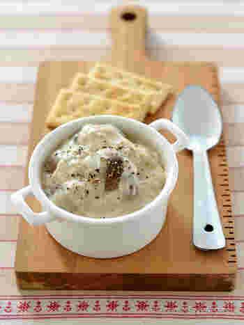 マッシュルーム『だけ』のクリーム煮。マッシュルームってそれだけでもとても香味や旨みがたっぷりなんです。それを味わってほしいからそれだけで作りました。米粉でつくったなめらかなクリームも是非試してみて。