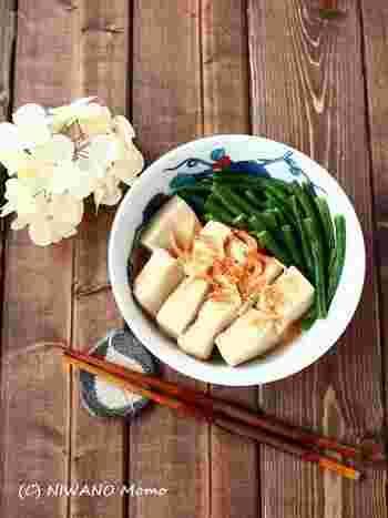 愛知県や岐阜県の伝統野菜として知られる「十六ささげ」は、さやが柔らかく、30〜50cmもの長さになるのが特徴です。柔らかい食感をいかして、だしの味が優しい煮物に。「ふつうのいんげんでもおいしくできますよ」とのこと。