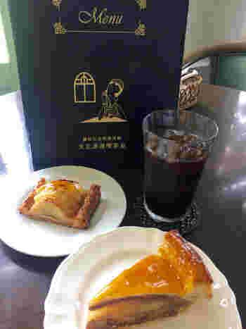 こちらでは弘前市内で作られた6種類のアップルパイが食べられるそうですよ。他にもリンゴジュースや地元産のシードルなどリンゴ産地ならではの味を堪能できます。メニューの挿絵も大正モガの雰囲気で素敵♪他にもパスタやカレーなどもあるので、ランチ利用も可能です。