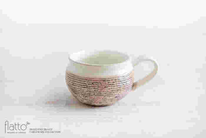 温もりのあるぽてっとしたフォルムが魅力の手になじむカップは、信楽に工房を構える「古谷製陶所」古谷浩一さんの作品です。 ほうじ茶ラテなどをいれてひと息ついてみては?