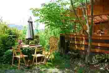 紀美野町の山奥にあるパン屋さん。 木立の中でパンをいただけます。
