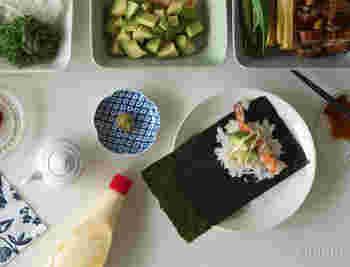 気負わず使える丈夫なお皿は、普段使いはもちろんお客様が多いという食卓にもおすすめです。同じサイズをカラーで分けて使うと、ほら、おしゃれな食卓の出来上がり♪