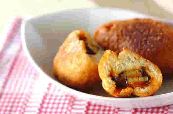 ロシアの伝統料理をホットケーキミックスで再現。トマトソースをしっかり煮詰めて水分を飛ばすのがポイントです。