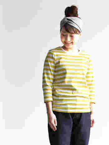 日本のカジュアルブランド「maillot(マイヨ)」。きれいなイエローのボーダーTシャツは、着るほどに馴染んでいきます。明るく爽やかなボーダーは、いろいろなカラーが揃っています。