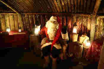クリスマスシーズンになると、世界中のどこでもサンタクロースを見かけますが、本物のサンタクロースに会えるのはフィンランドだけ。 コルヴァトゥントゥリ出身の世界でたった一人の本物のサンタクロースは、現在ラップランドのロヴァニエミに住んでいて(!)クリスマスになると世界中に出かけるんです。