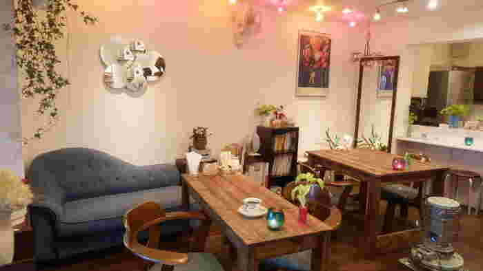 ミシンカフェ&ラウンジ「nico」ニコ(東京都/ 世田谷区)・・・2011年9月25日にオープンしたミシンカフェです。家庭用ミシン、ロックミシン、カバーロックミシン、職業用ミシン、自動刺繍ミシン、ニードルパンチミシン、ルイスミシン、裁断台、アイロン、裁縫用具一式を常設したミシンスペースは、お裁縫好きには嬉しい工房です。