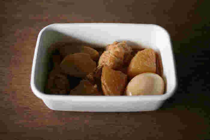 シンプルで美しい形状ですので、温めてからテーブルにそのまま出しても大丈夫。夕食に食べたおでんが残ったとき、保管しておくのに便利です。