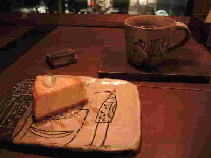 一番人気はザ・チーズケーキ。4種類のチーズを使用したチーズケーキは素朴だけれど奥深い味わいです。
