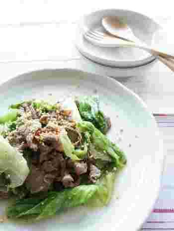 牛肉の旨味とアンチョビの風味がよく効いた炒め物。レタスのシャキシャキ感も加わって、食感も楽しめます。材料を炒めるだけなので、時間が無い時の一品におすすめです◎