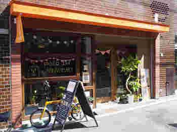 カフェと雑貨と焼き菓子のお店、「pöllö(ポッロ)」は、オリジナルのパンケーキや焼き菓子がいただけます。ふくろうモチーフのハンドメイド雑貨も人気で、買い物だけの利用もOKですよ。