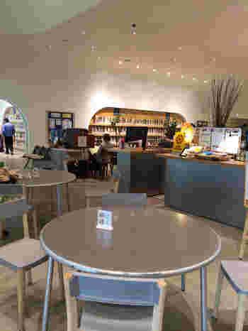 1階には「カフェ・フェルマータ」があります。本や雑誌をみながら美味しいコーヒーはいかがですか?