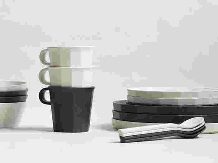 軽くて洗いやすいアウトドア仕様の食器。最近では室内やベランダなどでも楽しめるようなおしゃれなデザインのものがあるので、ぜひ日常使いに取り入れてみませんか?スタッキングもできるので収納もコンパクト。ミニマルなデザインが特徴の「ALFRESCO(アルフレスコ)」のテーブルウェアは、遠目から見るとまるで陶磁器のよう。割れる心配もないので、小さなお子さんにも安心ですね。