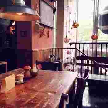 西国分寺にある「こどものためのカフェ」をテーマに作られたお店。メニューも子供向けの小さなサイズやカフェインレスのデカフェが用意されています。 もちろん「小さかった君」である大人も楽しめますよ!夜カフェとして利用もできます。