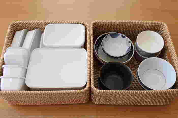 そのまま棚にしまうと雑然とした印象になりやすい保存容器も、こんな風にカゴにまとめるとスッキリとした印象に。かごごと引き出せるようにしておくと、使う時もしまう時も楽ちんですね。さっそく素敵なかごを使って、キッチンを快適な空間に変えてみませんか?