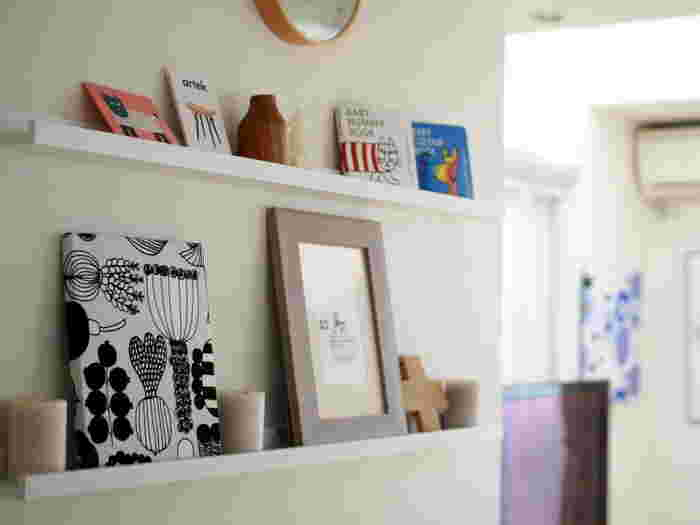 マリメッコの「PUUTARHURIN PARHAAT」を使ったファブリックパネル。小さめのファブリックパネルは初めてでも作りやすく、リビングやキッチンなど、どこにでも飾りやすいのでおすすめです。