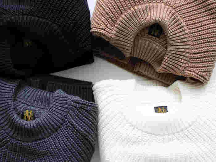 シンプルなデザインがかえって素材の良さを引き立てる、プルオーバーセーター。太めの糸で編んだ、立体感のある編み柄がさりげなく目を惹きます。思わず大切な人とシェアしたくなる、ストレスの全くない極上の肌触りもうれしい。