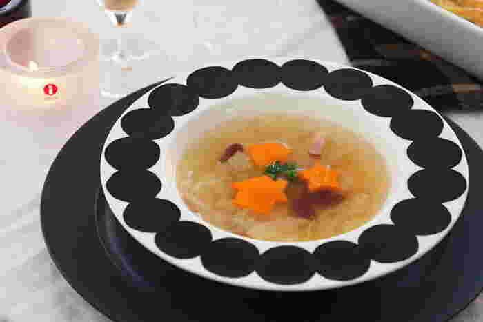 色とりどりの野菜たっぷりのスープや、クリームシチューなど洋風のお料理に。 ドットが映えて素敵です。