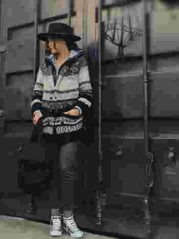 ロングカーディガンは、アウターとして見せたい素敵な柄やデザインもたくさんありますよね。そんな時にインナーダウンを中に着ることで、上手に暖かくお洒落が楽しめます。