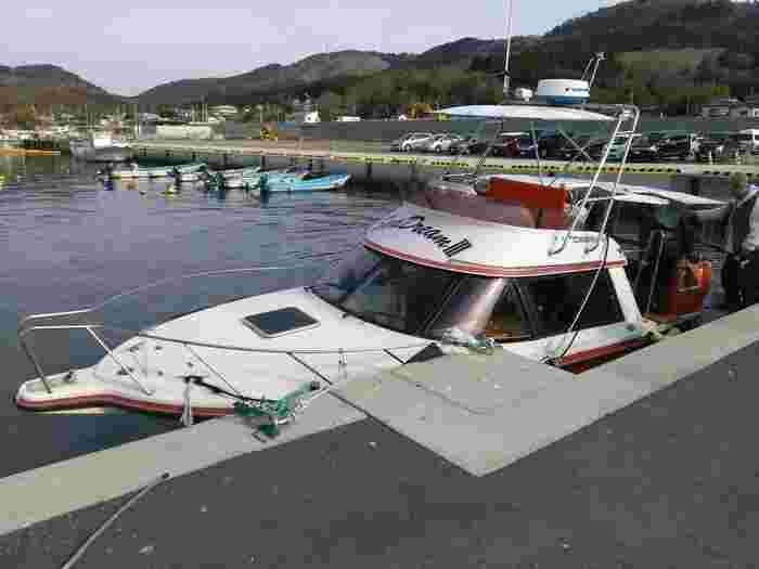 石巻市にある島「金華山」は、島全体が黄金山神社の神域でパワースポットとして注目されています。島へは、鮎川港から定期船で15~20分ほど、女川港からは30分ほど。船の運航時間は、公式HP記載の船会社へご確認ください。