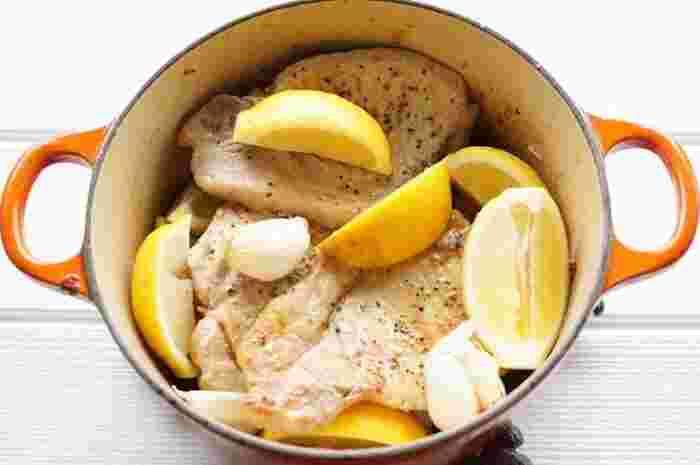【アレンジ】 爽やかな香りとほのかな苦味が料理に深みを与えてくれます。洋食和食だけでなく、エスニック料理にも使えます。肉をマリネしたり、魚と蒸したり、パスタソースや鍋料理に加えても。