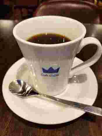 こちらのお店で出されるコーヒーは2種類。エアロプレスで抽出される「キング」と、ハンドドリップの「クイーン」。好みの味わいで選べます。