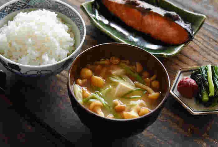 和食ってなんだか難しそう…と、気が引けてしまう人、多いのではないでしょうか。でもたった2つの食材だけでも、美味しい和食はきちんとできるんです!今夜は簡単『和食レッスン』を始めてみませんか?