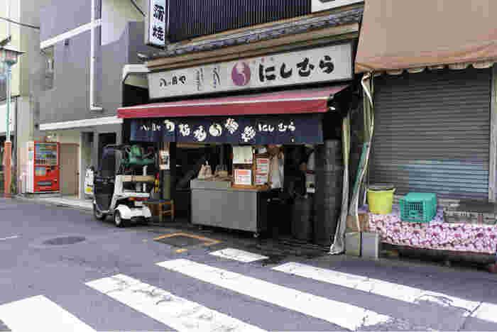 目黒不動尊から徒歩5分ほどの場所に位置する、老舗のうなぎ専門店「八つ目や にしむら」。創業は大正年間。当時は目黒ではなく、巣鴨で 川魚料理の専門店として営業していました。