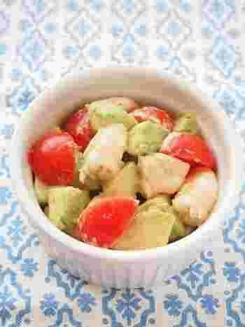 マヨネーズより栄養価が高くヘルシーなごまクリームでエビとアボカドの黄金コンビを和えちゃいましょう。アボカドは美容に効果的ですが、高カロリーなので、たくさん摂り過ぎないよう注意。