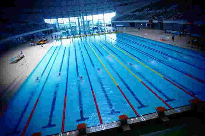 プールで思う存分泳いでみても。全身の筋肉を使うので結構な運動量になります。マッタリ派さんには水中ウォーキング。チャプチャプした水の音は耳に心地よく、お魚になったみたいで癒されますヨ。