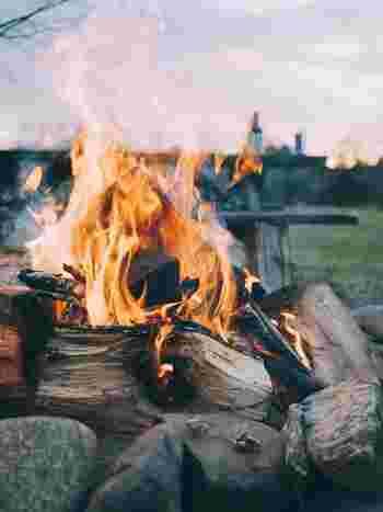 キャンプ場についてテントを張って…火はすぐにおこすの?食材はどこに置く?水場はあるの?など、何からすべきなのか手順がわからずにウロウロしがちです。