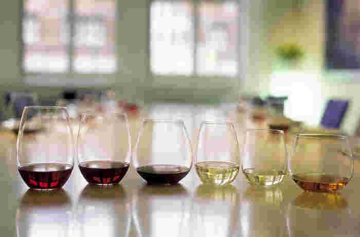 脚のないタンブラータイプのワイングラス。カジュアルラインとして人気で、幅広いシーンで活躍します。お手頃な価格なので、ちょっとしたギフトにもぴったりです。