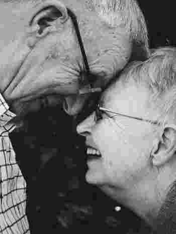 いかがでしたか?「ヒュッゲ」を意識して生活することは、日常の小さな幸せを意識することに繋がります。 デンマークの人は「ヒュッゲ」が根底にあることで、日々丁寧に、感謝して暮らしている印象を受けます。  その姿勢こそが幸せに生きるポイントなのかもしれません。今置かれている自分の環境の中で、幸せを感じる瞬間を大事にすることを心がけてみませんか?  心の在り方ひとつで誰しもが幸せになれるのではないでしょうか。
