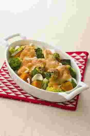 野菜だけのグラタンですが、味噌マヨネーズのコクとうまみでメイン級の充実感のあるおかずに。レンジとオーブントースターを使って、簡単にできるのもうれしいところです。朝食にも登場させたいですね。
