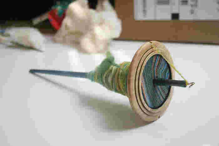 冬になると、手紡ぎのワークショップが開催されている手芸店や編み物教室などもあります。 初めてだけど、やってみたい!という方は、調べて参加してみてはいかがでしょうか。