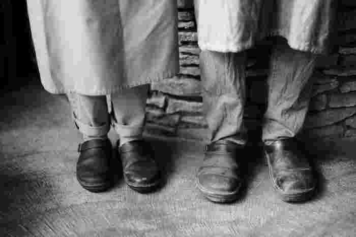 """イタリア製の上質な天然皮革を使用したNAOTの靴は、履くほどに風合いが増していく""""経年変化""""も魅力のひとつです。"""