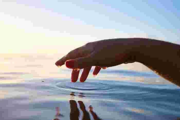疲れ目に効くおすすめのツボ 目頭の先端のくぼみには「睛明」というツボがあります。親指と人差し指でつまむようにしたり、両手の人差し指でゆっくり押します。