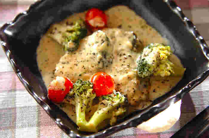 お祝いの席でも食べられることの多い、縁起の良いお魚・サワラ。生クリーム&牛乳のスープでじっくりと煮込む、濃厚で贅沢な一品。意外な組み合わせですが、クセになること間違いなし!