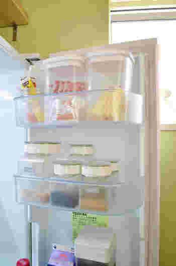 そこで今回は、人気ブロガーさんたちの冷蔵庫の整理整頓術をご紹介したいと思います。少しのアイデアで冷蔵庫が一気に使いやすくなりますよ!