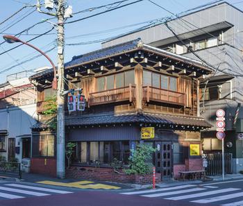 「古民家カフェ」と聞いて、このお店を思い出す方も多いのではないでしょうか?こちらは東京メトロ線の根津駅から歩いて約10分ほどのところにある「カヤバ珈琲」。大正時代から70年続いたお店の店主亡き後、有志によって復活した古民家カフェです。