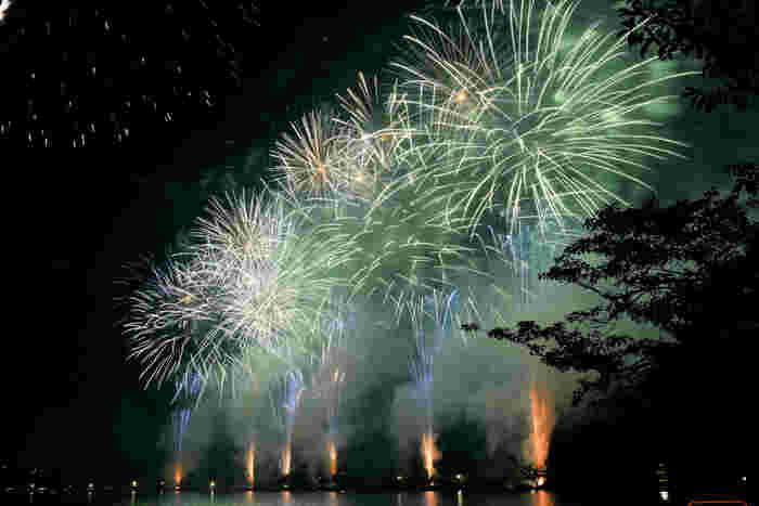 昭和36年(1961年)に始まり、今年で58回目を迎える「水戸黄門まつり花火大会」の開催場所でもあります。毎年8月の第1金・土・日の3日間で、期間中に約4,500発もの花火が打ち上げられます。