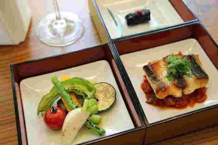 鎌倉野菜や、三崎漁港から直送された新鮮地物を使った、創作フレンチをいただくことが出来ます。また一緒に料理と一緒に楽しむワインも甲州ワインを中心に揃えられており、地産地消にこだわっているそうですよ。