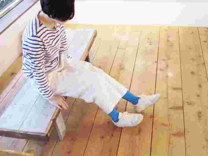 たくさん歩く旅先でも、もちろん毎日の生活でも、心地よいフィット感は長く履き続けるためには重要です。「TRIP SCOTT」は足の甲の部分は強めに編まれ、その他の部分はゆったりと作られています。そのため靴の中ではズレにくく、足首やふくらはぎは心地よいフィット感なんです。