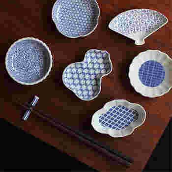 焼物の産地、波佐見町で製造された「東屋」の「印判豆皿」980円(税抜き)。文様も形もさまざまなので食卓のアクセントになるモダンな和食器です。