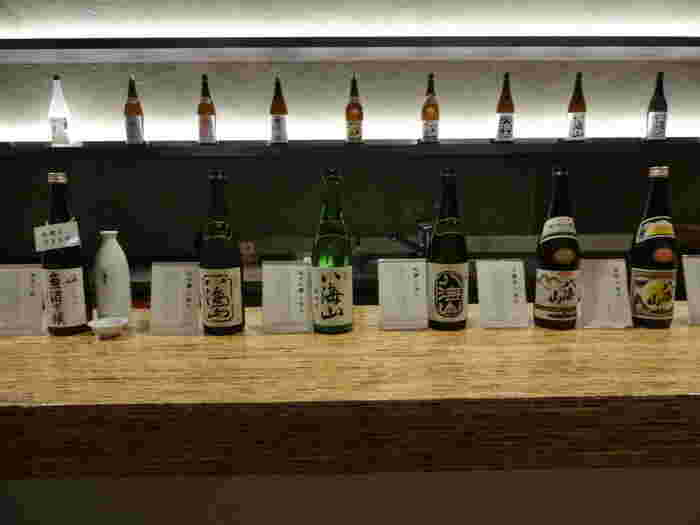 「八海山雪室」内にある雪中貯蔵庫は、冬に降る雪を使って日本酒を冷蔵保存する施設。時間が決まっていますが見学もできます。また、焼酎貯蔵庫では、八海醸造のお酒を試飲コーナーでいただけます。施設内で購入もできますので、お土産にどうぞ。