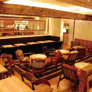 店内にはテーブル席のほかに、ソファ席も用意されており、ゆっくりとくつろぎながらランチをいただくことができます。