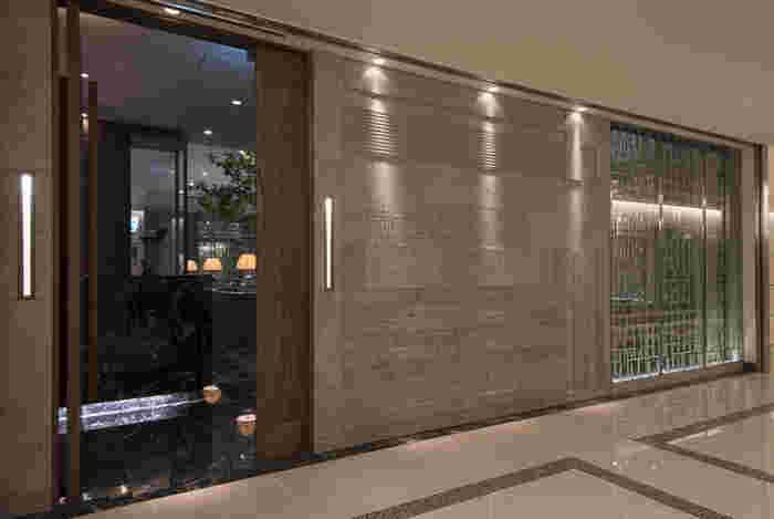 東京の玄関口、東京ステーションホテル内にある「カントニーズ 燕 ケン タカセ」は、外観からすでに高級感あふれる佇まい。とっておきの日に訪れたいレストランのひとつです。