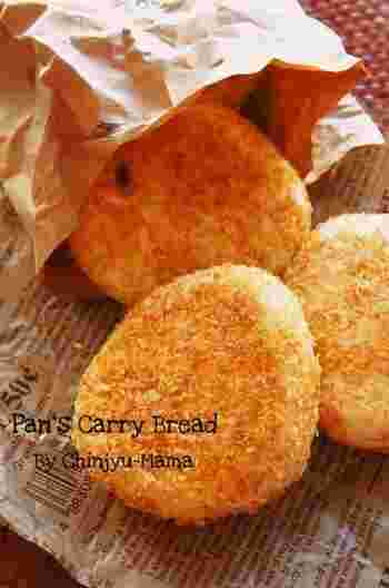 フライパンで出来る捏ねない焼きカレーパン。外はサクサク、中はふわふわで何個でも食べられちゃいそうです。