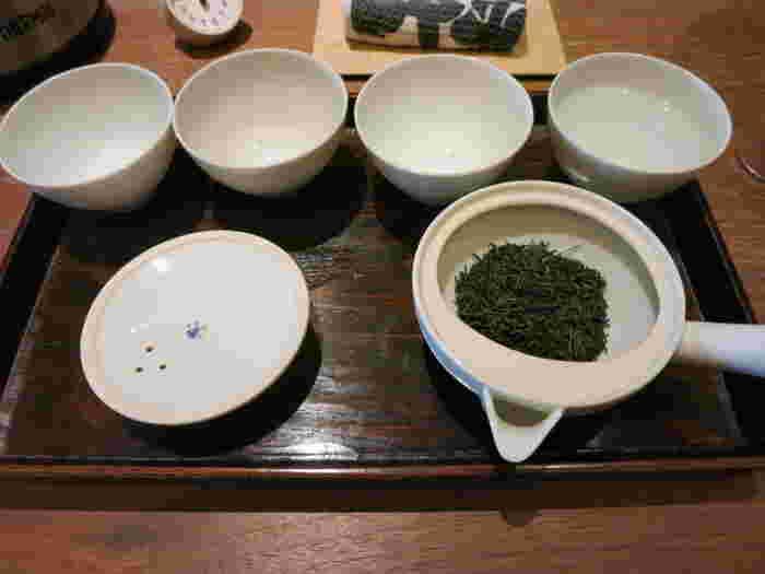 お茶の淹れ方をスタッフの方に教えてもらえるので、マスターしてみてはいかがでしょうか?お湯の温度や注ぎ方など、ちょっとしたコツで日本茶の味はまったく変わります。